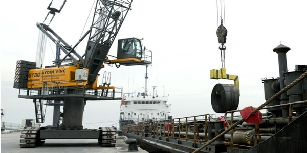 Many safety methodologies focus on basic behavior modification techniques that reward desired behaviors and punish undesirable behaviors as a means of decreasing dangerous activities. (Photo of harbor crane courtesy of Sennebogen Maschinenfabrik GmbH, Straubing, Germany)(Click on photo to enlarge it)