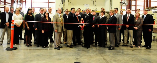 Mississippi Governor Phil Bryant and other officials and Dennen Steel representatives gathered for a ribbon cutting for the company's newest facility in Iuka, MS.(Click on photo to enlarge it)