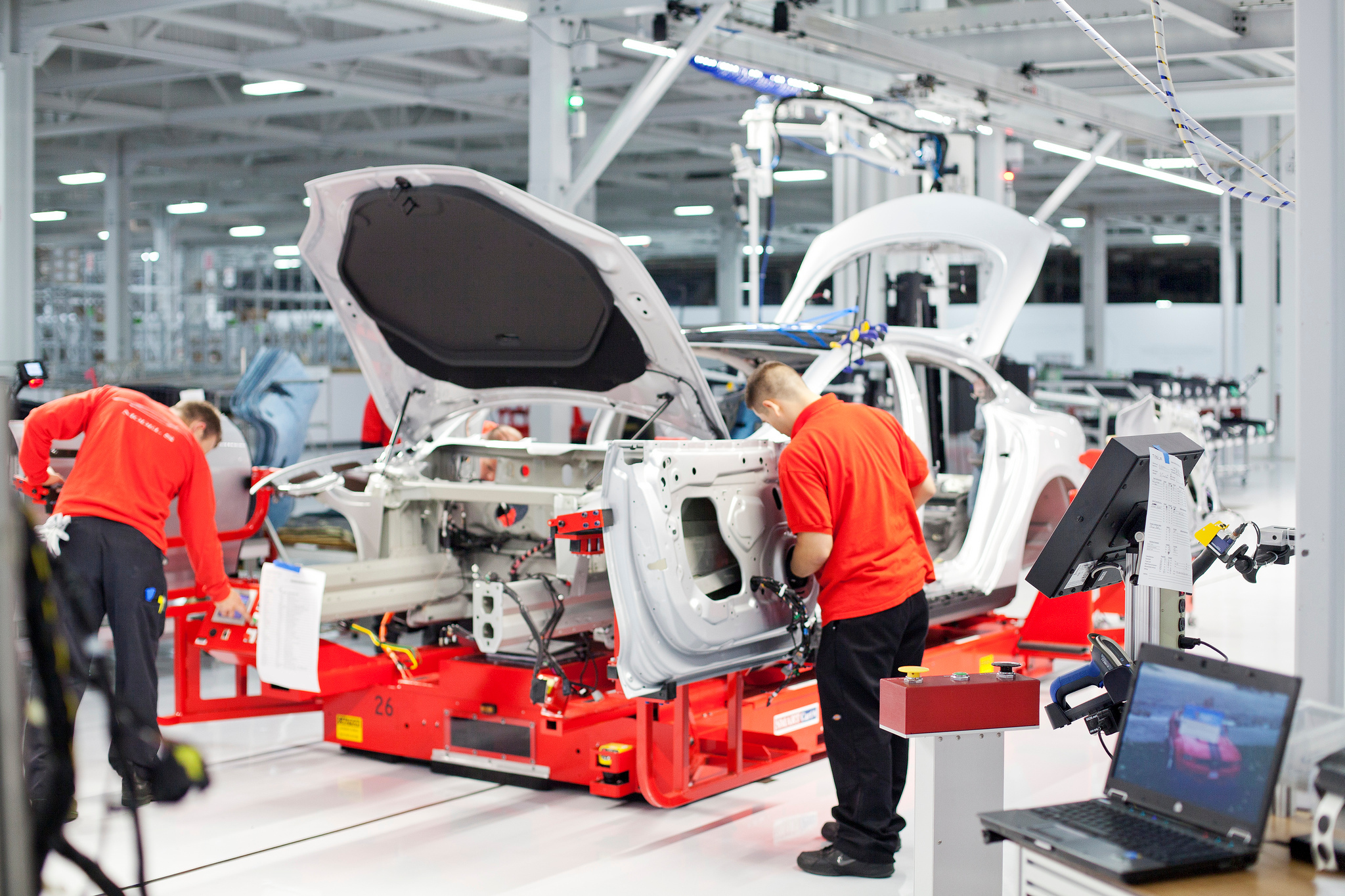 Extruded Aluminum Helps Tesla S Model S Achieve Record