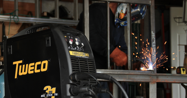 Push button controls, LED displays and a Quick Start Guide enables first time welders to set up the unit and start welding in a very short time.