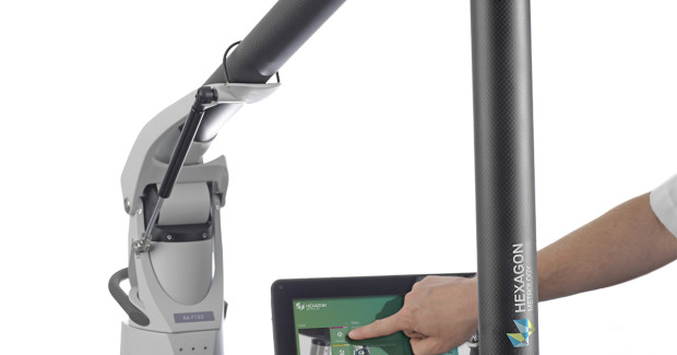 The ROMER arm's zero-g counterbalance design that allows single-handed operation leaves the second hand free to interact with the touch screen.