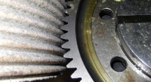 The accuracy of the Fast Gear Alignment function eliminates the need to acquire acoustic signatures during dressing or grinding. Aligning a grinding wheel with a 180 mm diameter gear with 71 helical teeth takes just 0.5 of a second – without any need to acquire acoustic signatures or make manual adjustments.