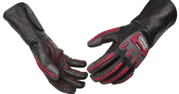 Designed to withstand tough environments, Roll Cage™ Welding and Rigging Gloves from Lincoln Electric are constructed with durable fire-resistant cowhide and sewn with Kevlar® thread, then enhanced with segmented high temperature-resistant silicon pads for knuckle protection.