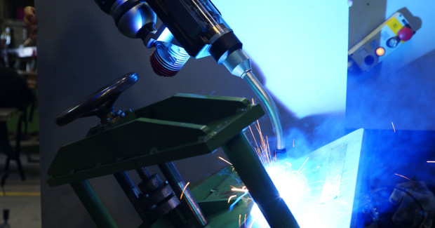 With its defined heat input, microMIG from SKS Welding Systems reduces distortion significantly: with MAG processes, it is higher by 35 percent to 50 percent.