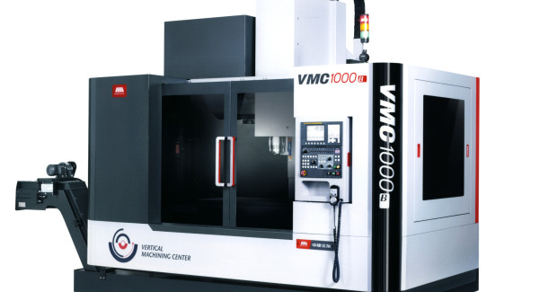 The VMC 1000 vertical machining center made by SMTCL. The machining center is able to complete even difficult machining with a high torque both reliably and with minimal vibrations, thanks to high-precision linear guides, cast iron guides for the Z axis, and a strong ball screw drive. The motor has been positioned directly on the spindle to ensure a powerful drive system, reducing start-up and braking times, as well as enhancing accuracy and offering shorter machining times.
