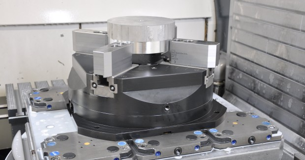 Thame Workholding has a range of around 30 standard top jaws which suit the InoFlex® chucks thus enabling customers to select the most appropriate jaws for their application, further increasing the flexibility of the system. (third view)