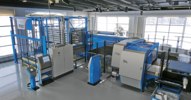 The SGe5 Shear Genius® punching – shearing cell handles sheet sizes up to 2,500 mm x 1,250 mm and incorporates Prima Power servo-electric technology. (second view)