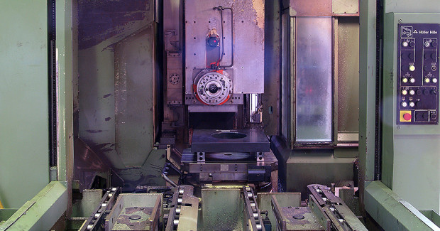 "Following an overhaul or retrofit and equipped with new tools and processes, high-speed cutting is often possible on ""old"" machine tools. (first view)"