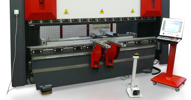 The Diamond Ultra CNC press brake features a large, open height and stroke, and range from 150 ton by 10 ft to 363 ton by 13 ft in size. The up to 200 mm (7.87 in)/s approach speed and up to 15 mm (5.9 in)/s bending speed translate into quick operations, and the 650 mm (25.6 in) back gauge stroke with maximum with second and third programmable stops to 1082 mm (42.6 in).