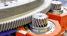 When meshed with a drive gear, the two reducers on TwinDrive and DualDrive cancel 100 percent of backlash to guarantee exceptional accuracy and momentum on linear rack-and-pinion systems. These high-speed reducers have been hardened in spindle gearboxes to allow continuous operating cycles and meet the specific requirements of rotary tables. As a result, high-speed TwinDrive and DualDrive units can achieve rotational speeds of up to 28 rpm-1.