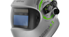 To protect welders better and enable them to perform more efficiently with greater precision, the e684 helmet from Optrel uses exclusive Adaptive Shade Autopilot technology to automatically adjust the auto-darkening filter to the appropriate shade level between 5 and 13 as the operator welds. As the intensity of the arc changes, the shade level of the ADF changes hands-free and in high definition viewing.