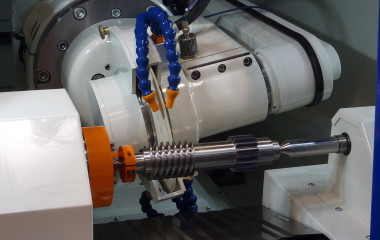Mikromat uses a new and reliable control system on their grinding machines to meet especially high standards in dimensional accuracy and complexity. To achieve the specified basic size, the required accuracy in the manufacturing process, and to prevent erroneous grinding processes, their machines come with clear and easy-to-understand control operation.