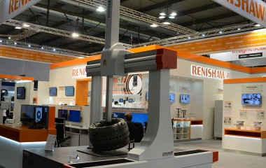 The 5-axis COORD 3 Universal CMM has an isostatic design for each axis that provides optimum machine geometrical alignment in the construction of the machine, which ultimately benefits the ability to make accurate field calibrations. Universal has a monolithic base-plate, with integral inverted dovetail guide-way, and a generous 90 mm (3.5 in) x 90 mm (3.5 in) Z Ram section providing outstanding metrological performances. Direct axis drives, using toothed drive belts, provide the vibration-free motion with zero hysteresis.