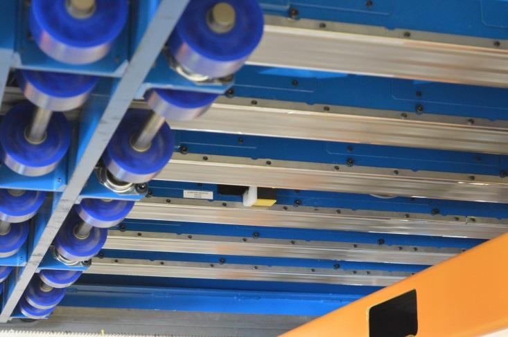 Conveyor Stacking System For High Speed Blanking Of