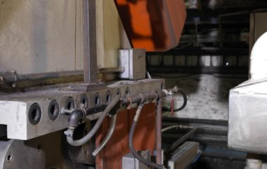 Using the SPOT AL EQS pyrometer, the Tibshelf plant takes fast and accurate temperature measurement readings in real time and provides operators with vital diagnostic information about what is happening throughout the extrusion press exit and quench process. They can also remotely trigger the LED sighting from a PLC and adjust the position of the quench exit instrument remotely.